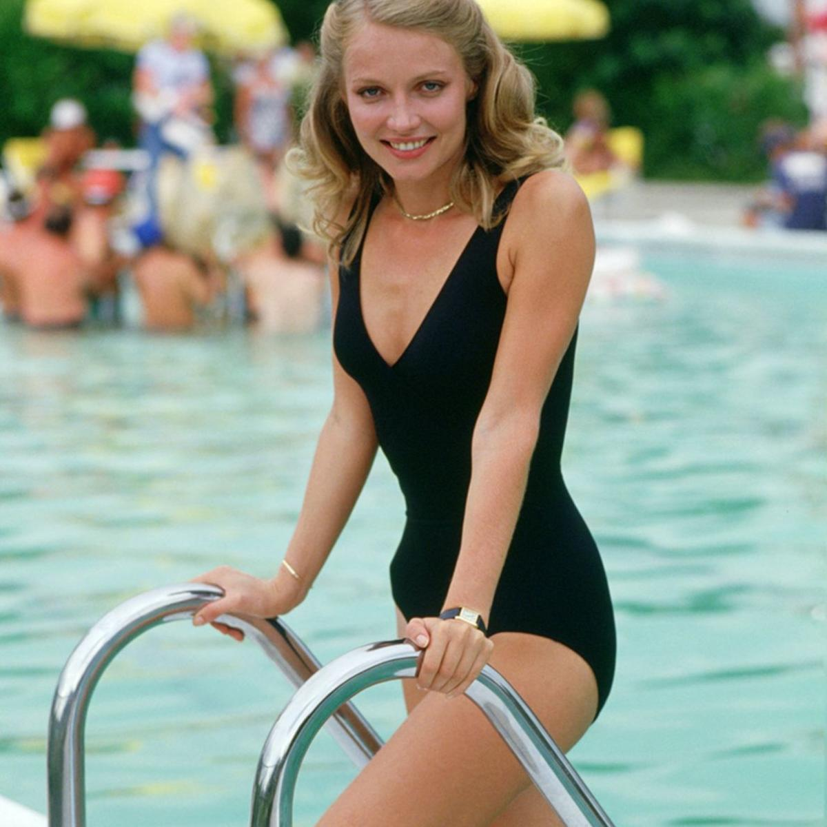 Cindy Morgan as Lacey Underall